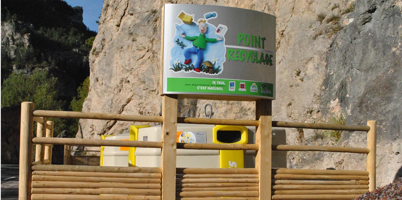cache-poubelles-bois-ecologique