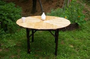 table en bois de châtaignier